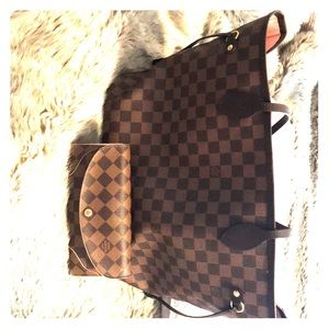 Louis Vuitton MM handbag with rose interior